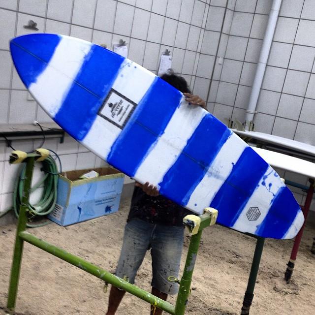 #naughtica #stripey #resinart #singlefin #customsurfboards #balimadebaligood