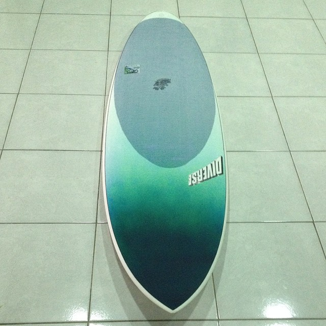 #darkmoon #dynocore #customcolors #customsurfboard #epoxy #futuretech