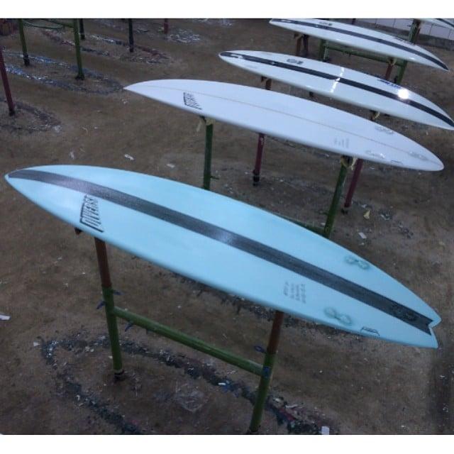 #tinderizer @walzynator #diversesurf #resinart #surfboard #customergets #carbon