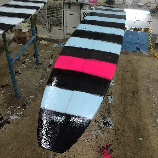 #allartyandshit #licoriceallsorts #resinart  #longboard #log #custom #balimadebaligood