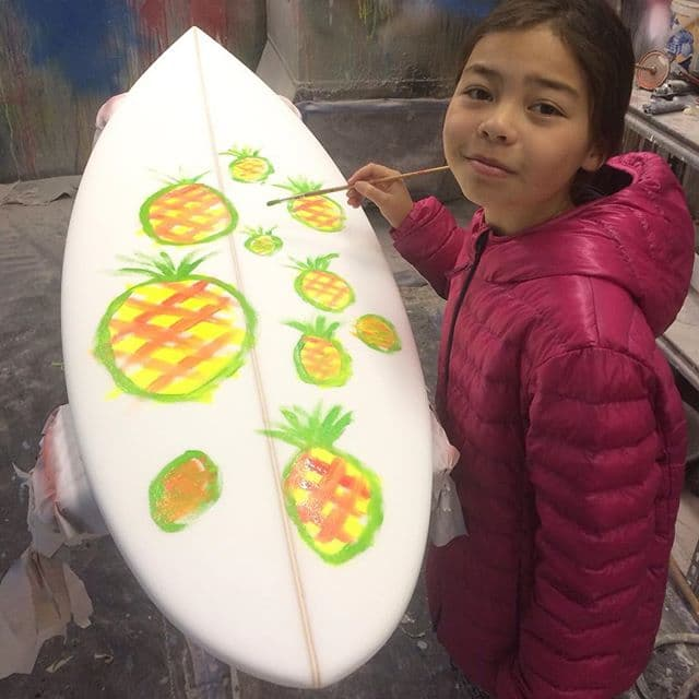 #pineapples #handpainted #customsurfboard #kidart #pu #team @alik_rudiarta #slavelabour #love #helpingdad