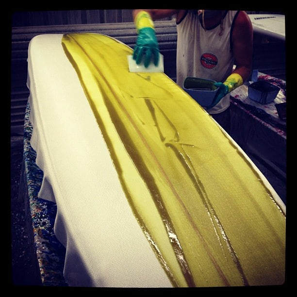 #wade #noserider @diversesurf with a #mellowyellow #log #modernvintage #style