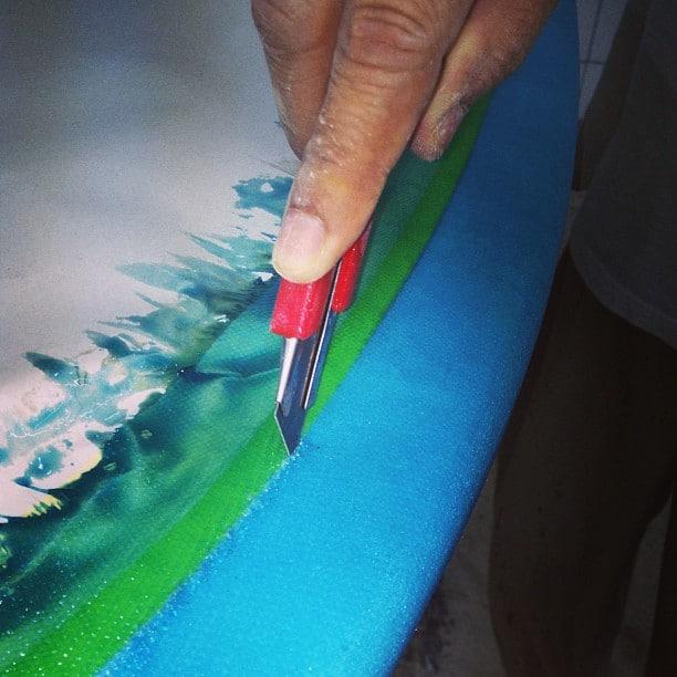 #cutlap #resinart #resintint #surfboard #laminating #glassing #boxcutter #technique