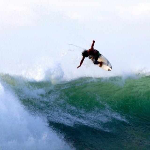@eguchii #flyinghigh #diversesurf #air #halfway #surfboardmodel
