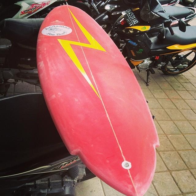#eggno #singlefin #lightningbolt #retro #waitingforgloss #custom #surfboard