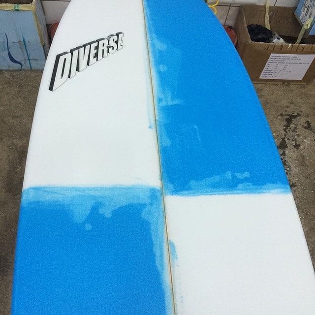 #resincolors #glassart #diversesurf #racingmullet #custom #surfboard #photooftheday