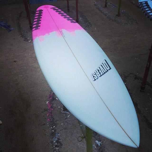#pink #friday #balibellytv #dj #mantra #hotcustoms #machinemodel #surfboard #balimadebaligood #pu @burfordblanks