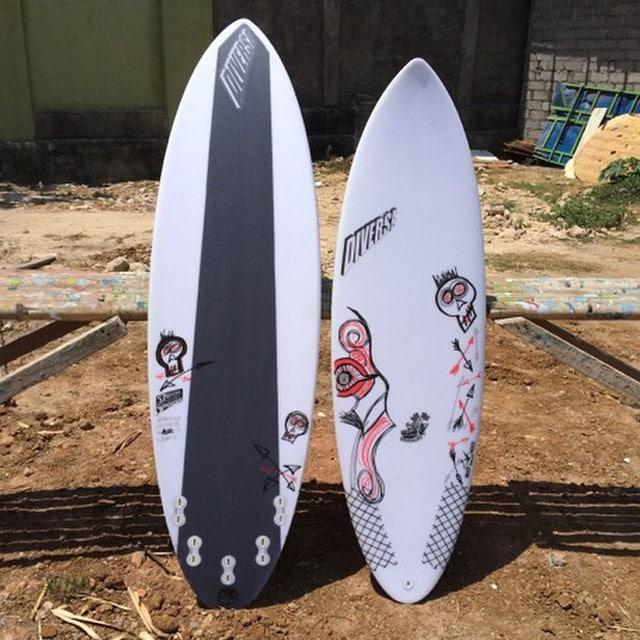 #kaching #customart #customsurfboards #epoxy #balimadebaligood #poscart #racingmullet #rm #carbon