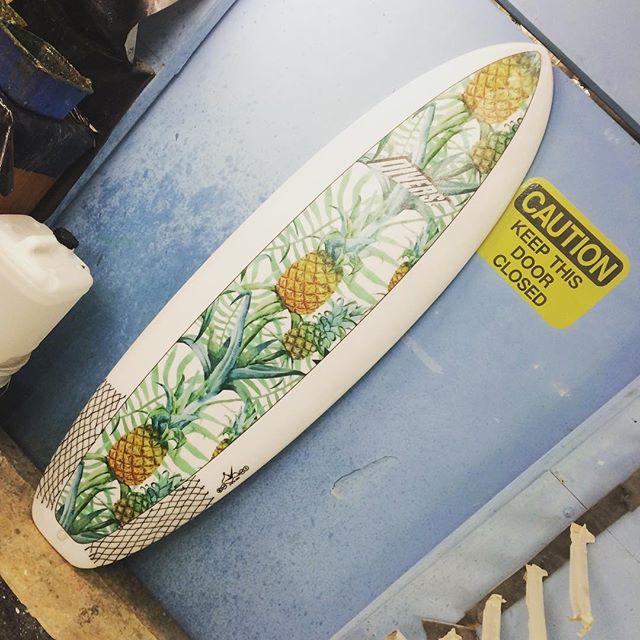 #pineapple #week #custom #inserts #sockon #model #surfboard by #diverse