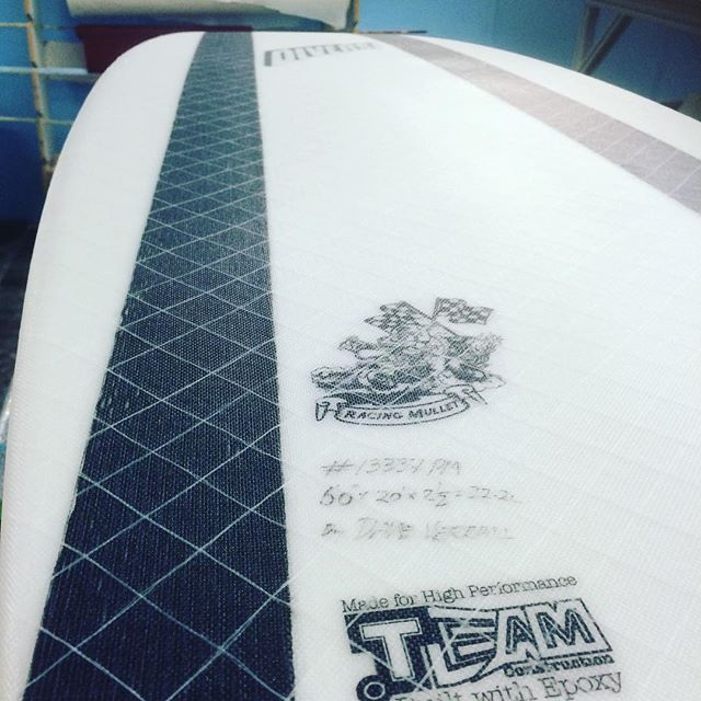 #oldtech #newtech #carbonfiber #innegra #biax #handlamination #racingmullet #diverse #custom #epoxy #surfboard