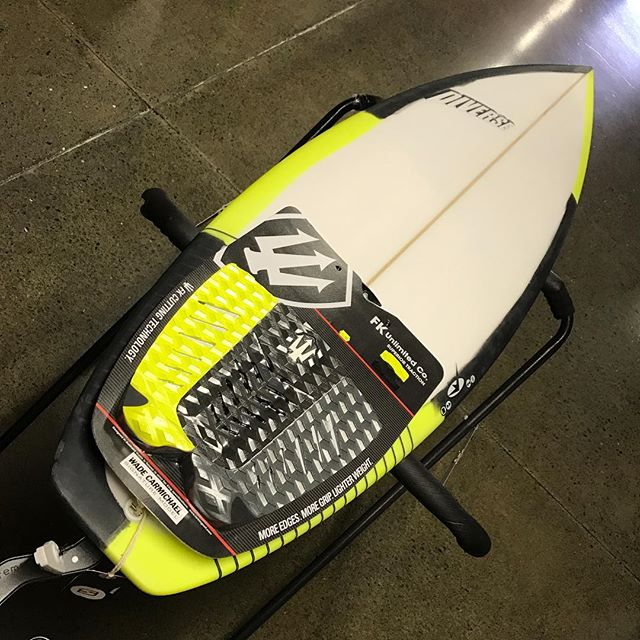@farking_surf #deckgrips #matching #board #sprays #tasty #pu @sideways_surf